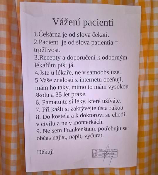 Český lekár vyvesil v ordinácií zaujímavý odkaz, ktorý vás určite rozosmeje