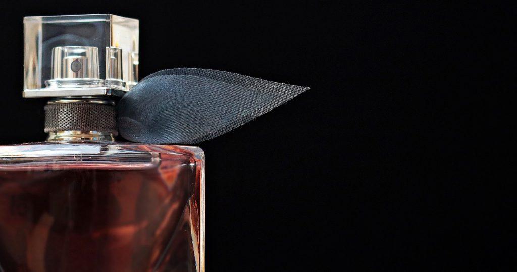 f2d0780738 Celý čas ste parfum používali zle. TOTO dodržiavajte a vôňa vám ...